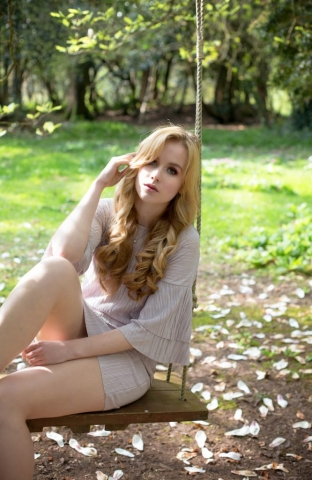 model, swing, spring