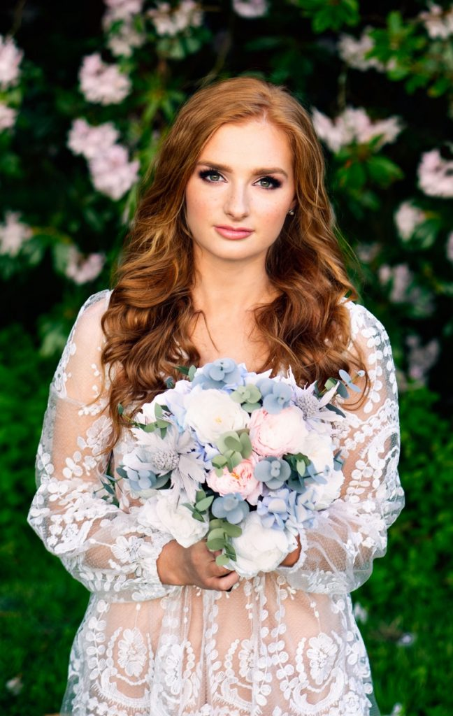 bride-flowers-ginger-wedding